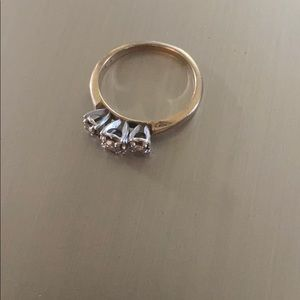 Gold 10k diamond ring